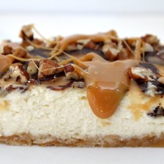 Caramel pecan cheesecake bars